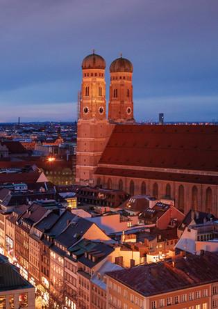 Munich Frauenkirche at night