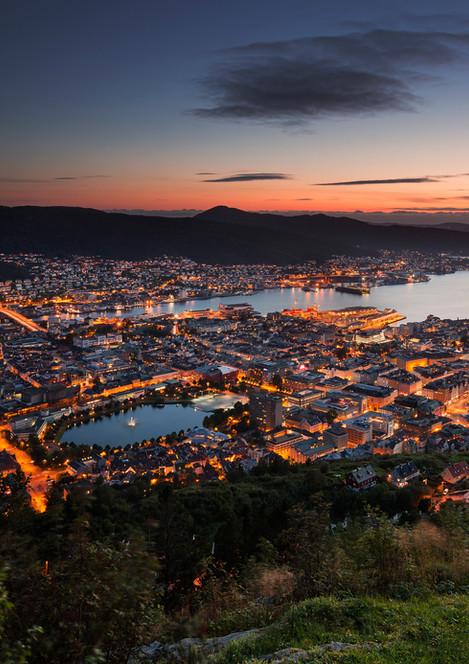 Skyline von Bergen Stadt bei Sonnenuntergang