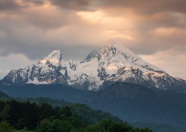 Verschneite Gipfel des Watzmann bei Sonnenaufgang