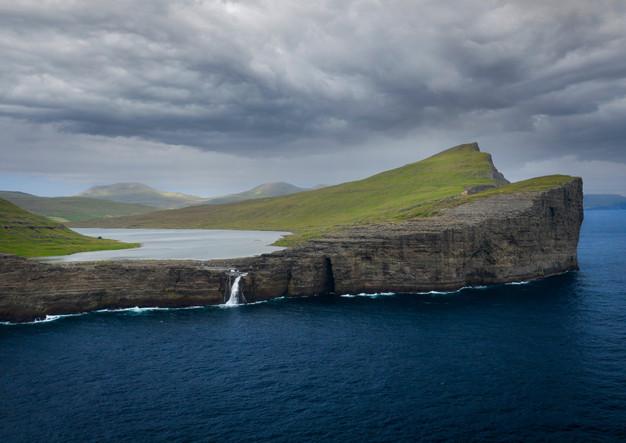 Küste bei Trælanípa auf der Insel Vagar, Färöer Inseln