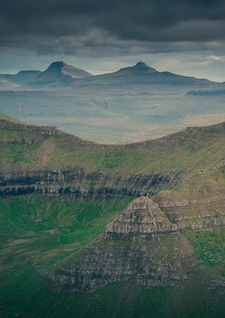 Bergpanorama auf Färöer Inseln