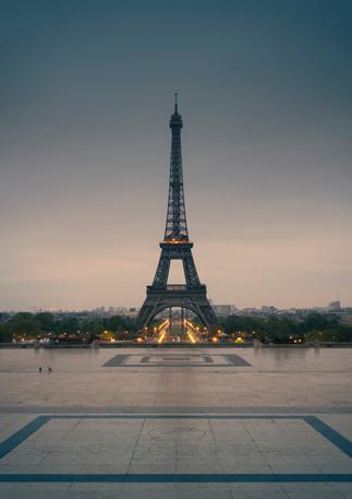 Eiffelturm im Sonnenaufgang am Trocadero