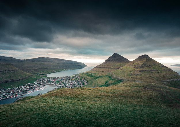 Klaksvik auf der Insel Bordoy von oben, Färöer Inseln