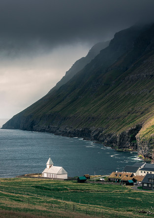 Kirche im Dorf Viðareiði auf Vidoy, Färöer Inseln