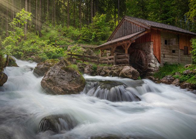 Gollinger Wasserfall mit Schwarzbach und Wassermühle