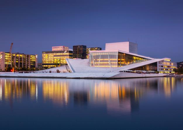 Opernhaus in Oslo bei Nacht