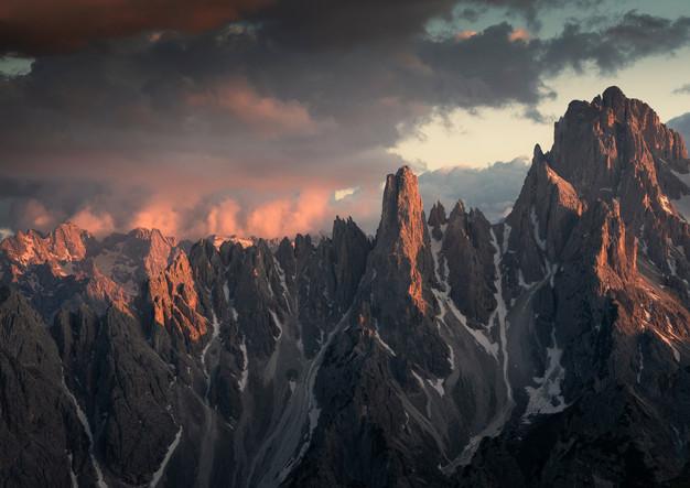 Bergpanorama im Sonnenuntergang, Dolomiten