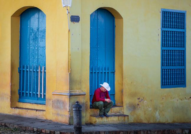 Kubaner macht Siesta in Trinidad