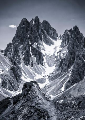 Person vor Bergkulisse, Dolomiten