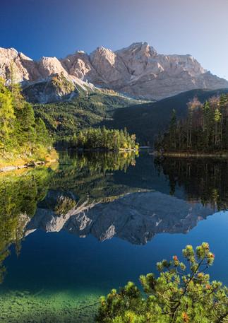 Zugspitze mit Eibsee-Spiegelung
