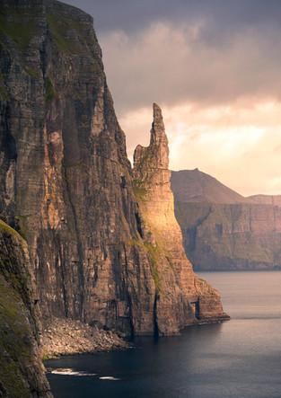 Trøllkonufingur Hexenfinger bei Sonnenuntergang, Färöer Inseln