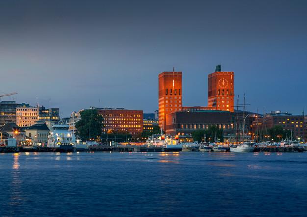 Oslo Rathaus bei Nacht