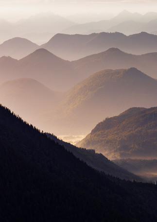 Berg Silhouetten Jachenau mit Morgennebel