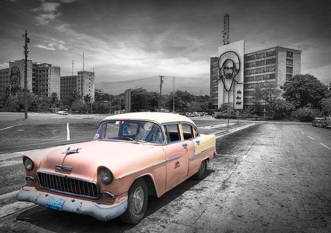 Oldtimer auf Plaza de la Revolucion in Havanna