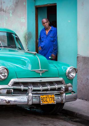 Cubans with vintage cars