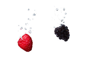 Raspberry and blackberry in the water with air bubbles