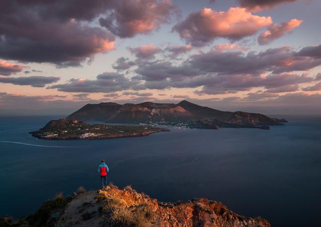 Vulkaninsel Vulcano im Sonnenuntergang