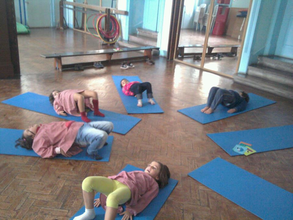 Aula Yoga Kids na Escola