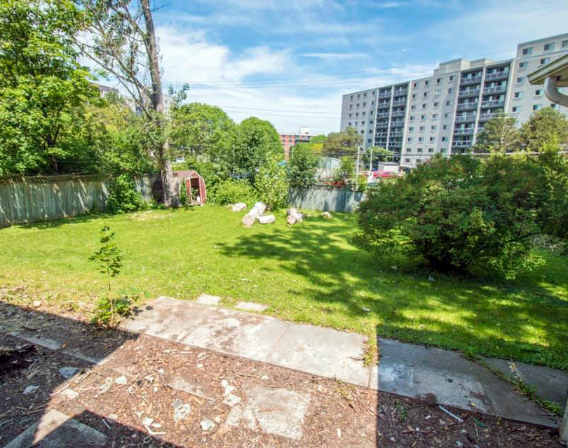 101_Fairway_Hill_Crescent_Backyard
