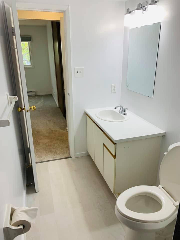 573 Armstrong Rd Bathroom 2
