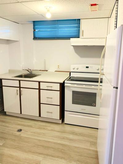 302 Owens Crescent Kitchen