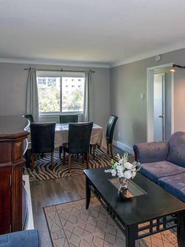 101_Fairway_Hill_Crescent_Living_Room