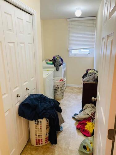 1487 Albany Dr Laundry