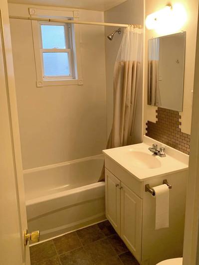 82 Kingscourt Ave Bathroom