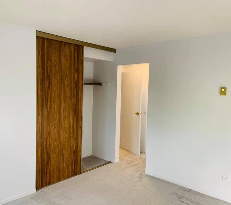 573 Armstrong Rd Closet