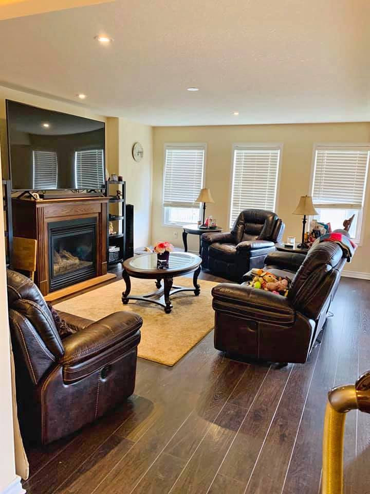 1487 Albany Dr Living Room
