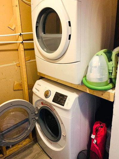302 Owens Crescent Laundry