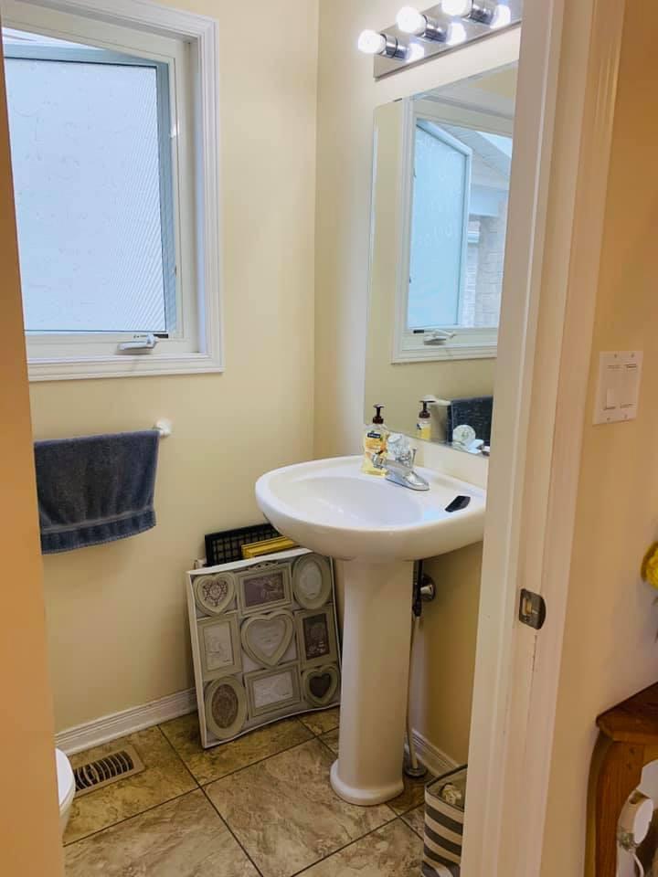 1487 Albany Dr Bathroom 1