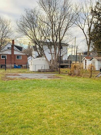 82 Kingscourt Ave Backyard
