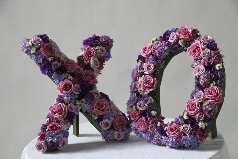 fresh floral scultpure, XOXO, wedding, The Party Concierge