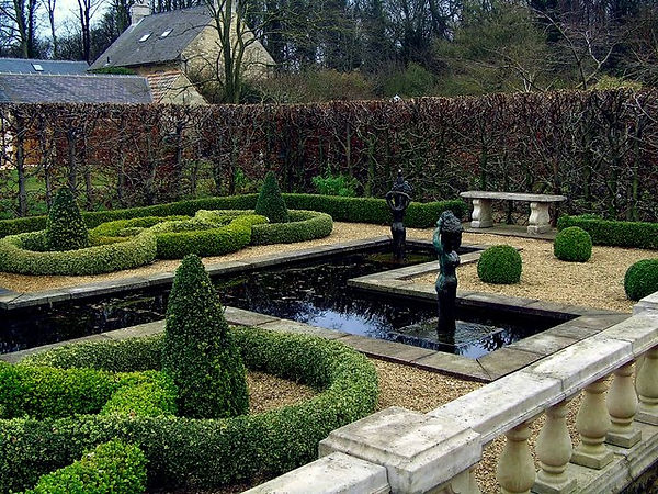 Knot_Garden_at_Barnsdale_Gardens_-_geogr