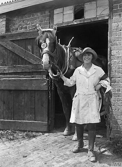 T6-1-Womens Land Army WWI -At the Stable