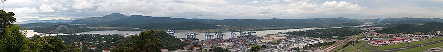 1280px-Panama_canal_panoramic_view_from_