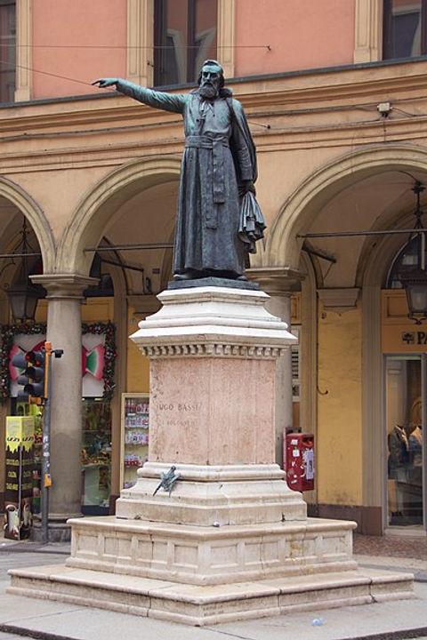 Monumento ad Ugo Bassi - Bologna (prete e Massone).jpg