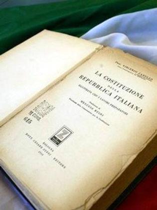 costituzione-libro.jpg