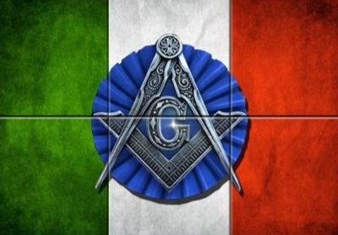 Bandiera italiana con squadra_edited.jpg