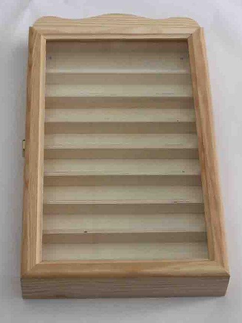 Vitrina de madera con baldas y puerta con cristal