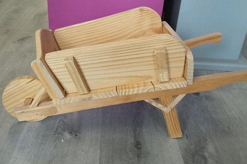 Jardinera de madera,carretilla 60 cm.
