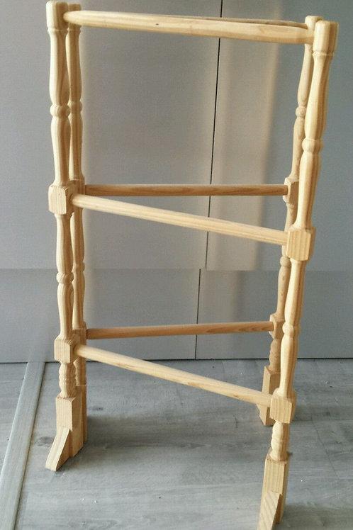 Toallero de pie tijera en madera natural 86 cm alto