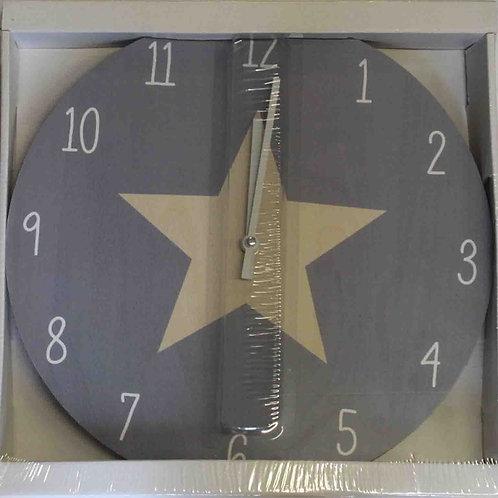 Reloj de pared de madera y con dibujo de estrella