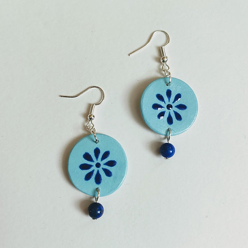 Blue daisy and lapis circle earrings (M)