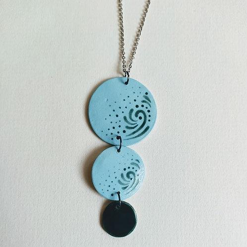 Green swirl 3-circle necklace