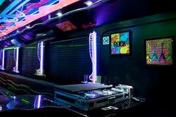 Mesa do DJ e monitores