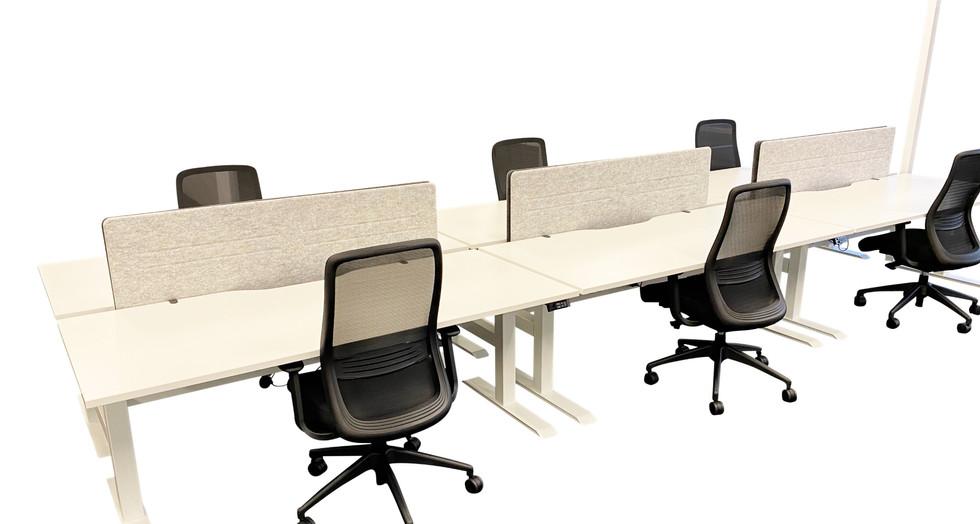 SCHNEIDER Electrics. V20 B2B Workstations with V12 Screen. Luna Task Chairs.  VYSTAN. (ima