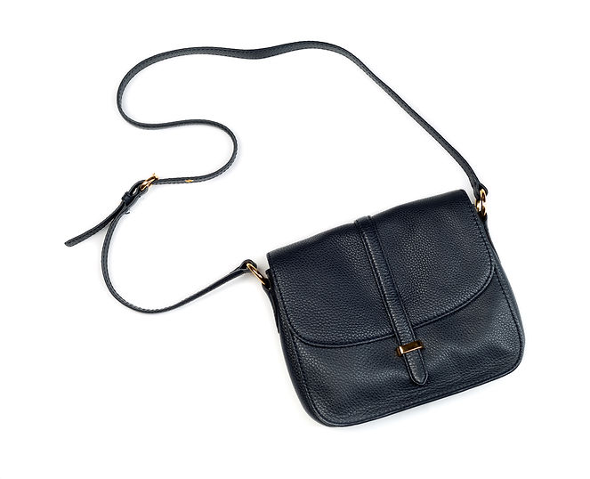 elegant-modern-womans-handbag-PQJUE8P.jp