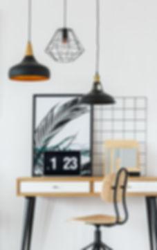 laptop-with-clock-on-desk-P4DLTQ3.jpg